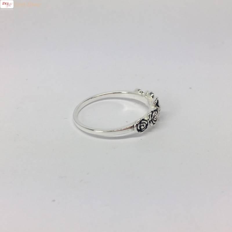 Zilveren ring met 5 roosjes-4
