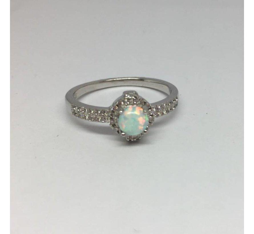 Zilveren witte opaal en zirkonia ring