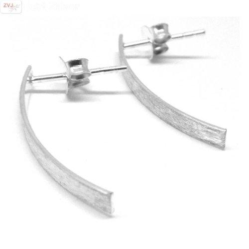 ZilverVoorJou Zilveren mat licht gebogen bar oorstekers