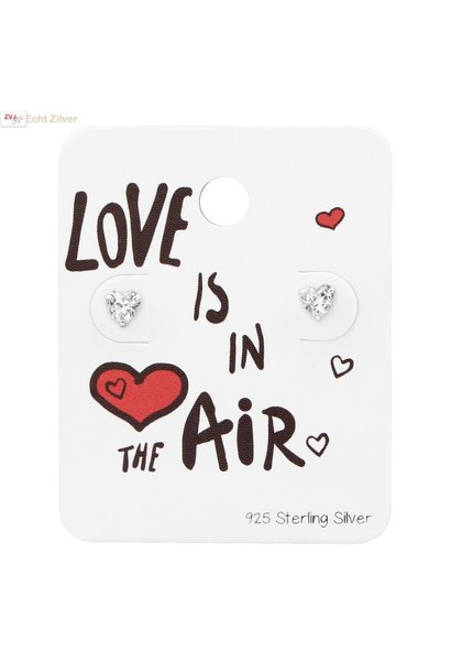 Zilveren mini hartje zirkoon studs op kaart Love is in the air