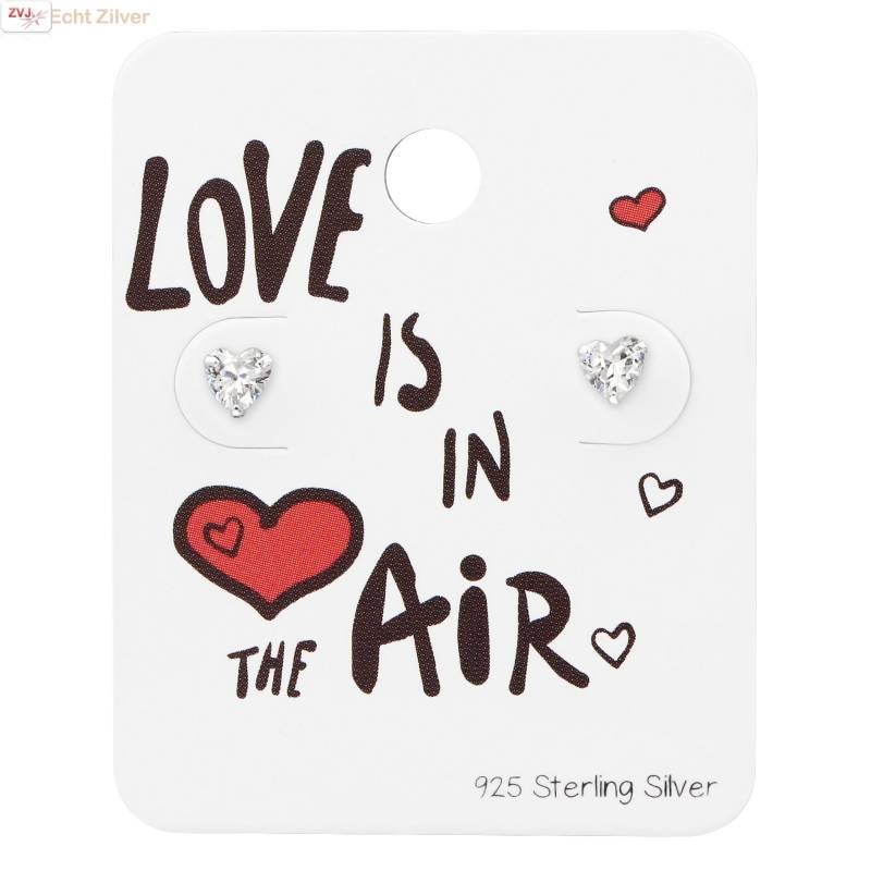 Zilveren mini hartje zirkoon studs op kaart Love is in the air-1