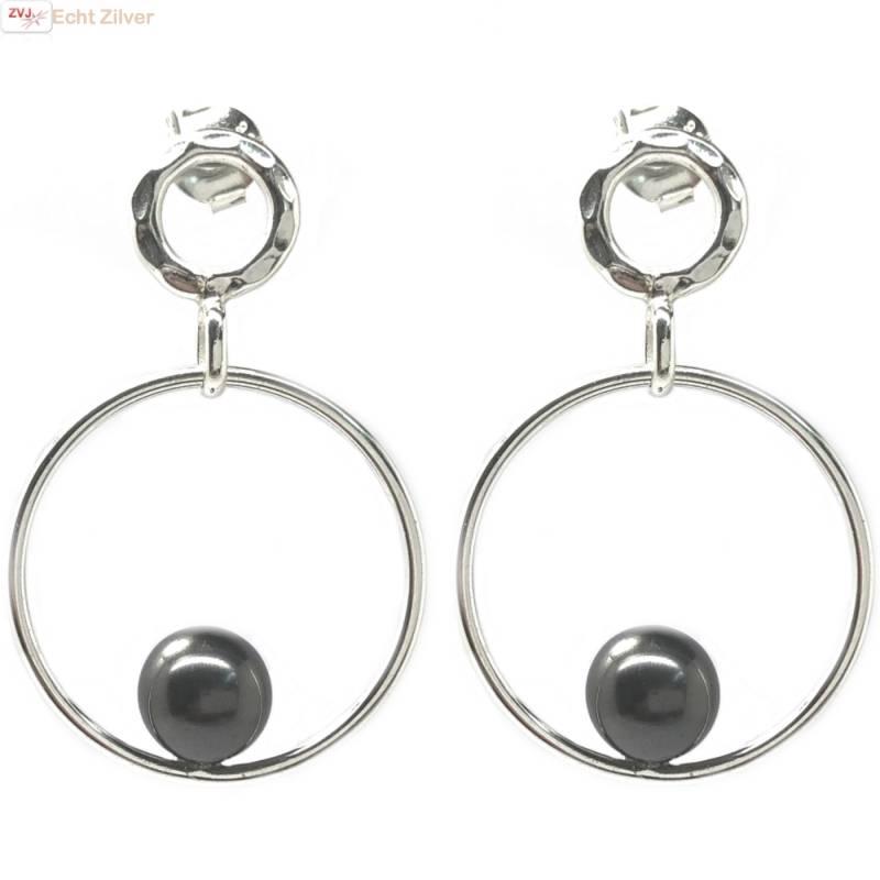 gehamerd Zilveren design oorringen met parel-1