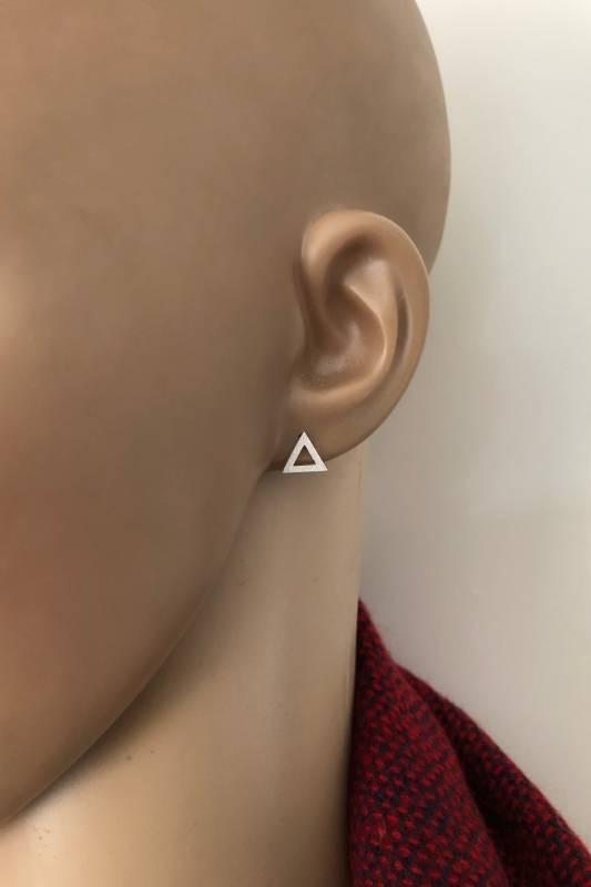 Zilveren gematteerde triangel oorstekers-2