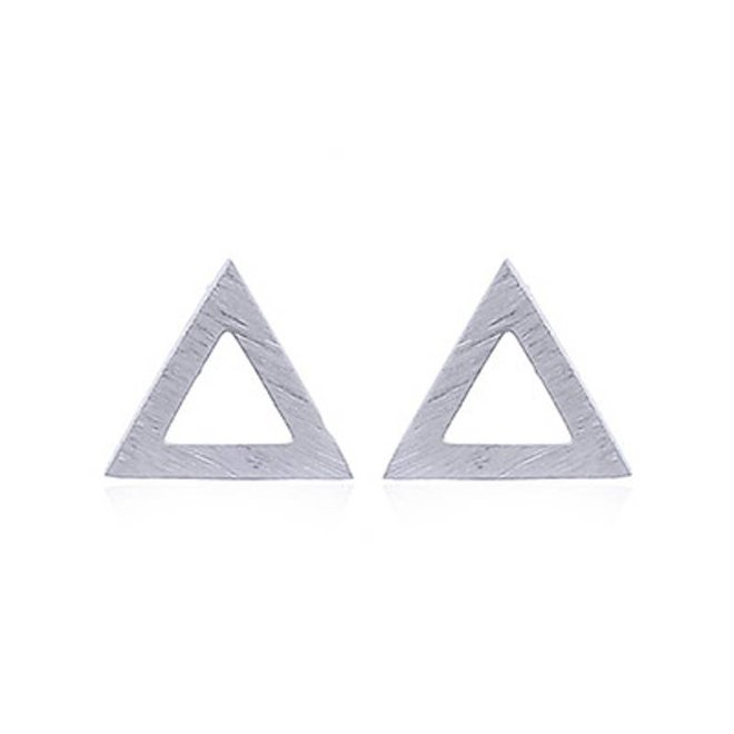 Zilveren gematteerde triangel oorstekers