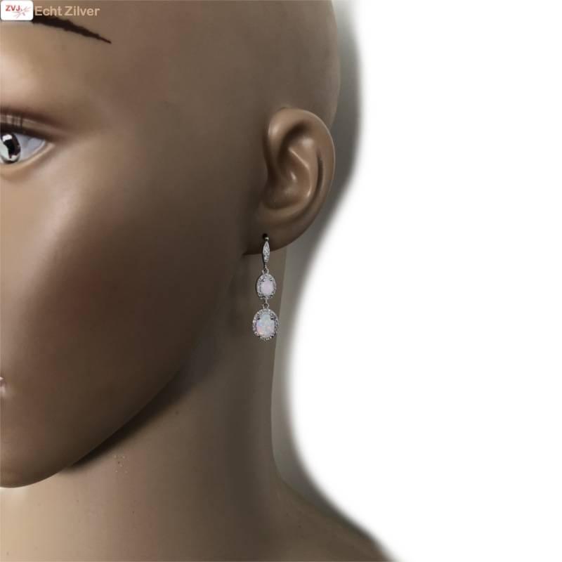 Zilveren elegante witte opaal en zirkoon oorbellen-2