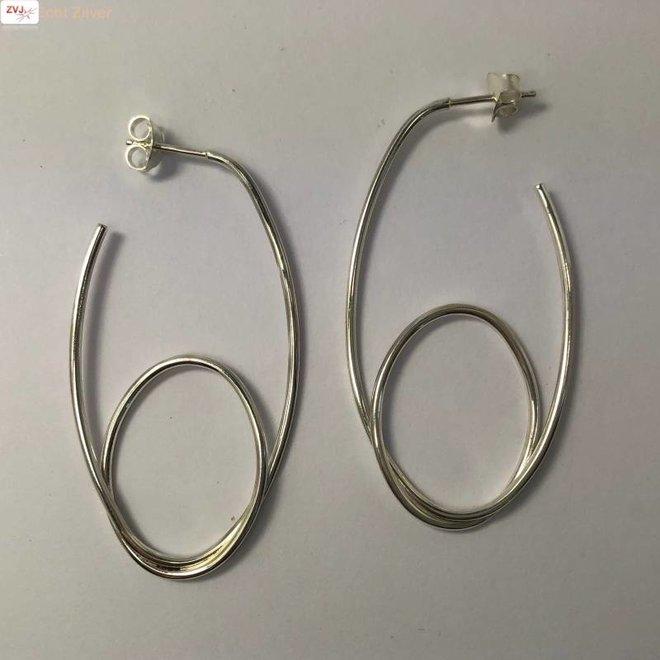 Zilveren moderne steek creolen oorringen met een draai