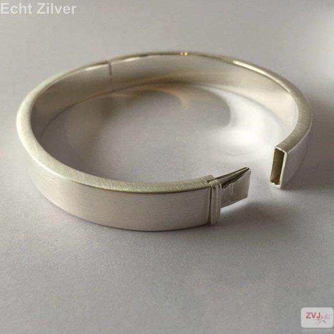 Zilveren zijdemat ovale slavenarmband 64x56 10.5mm breed
