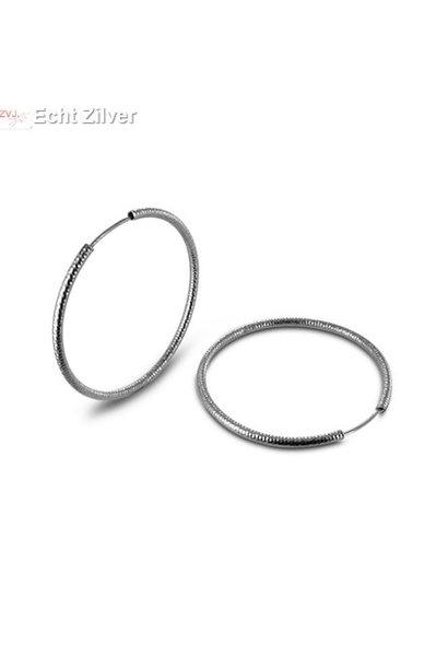 Zilveren creolen bewerkt ronde buis 4.8 cm 2 mm breed