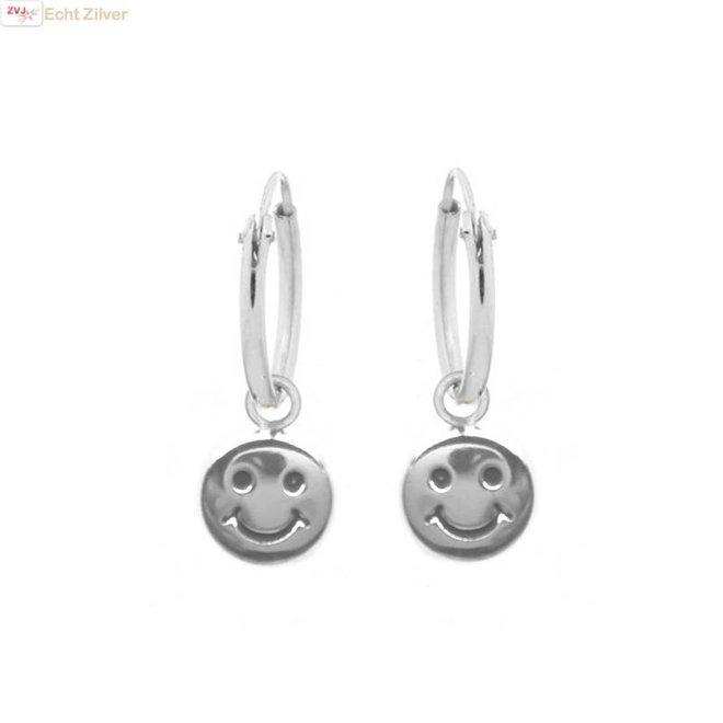 Zilveren creolen oorringen smiley hangertje