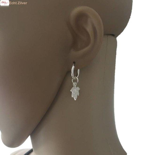 Zilveren creolen met eikenblad turn over a new leaf