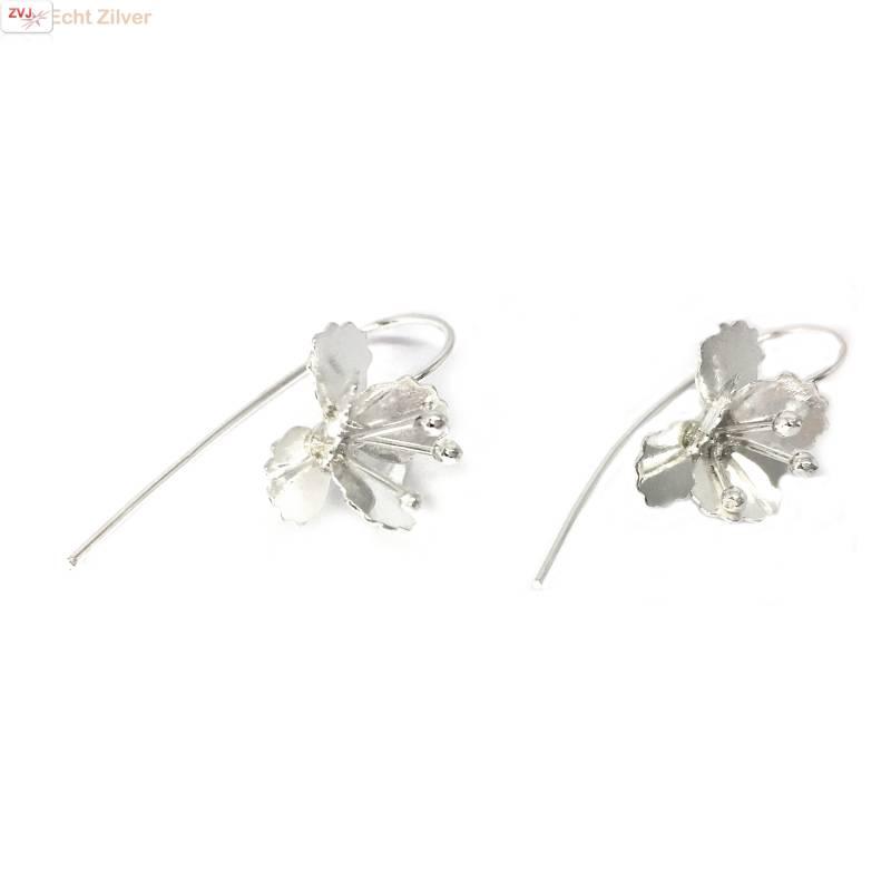 Zilveren haak oorbellen met bloem-1