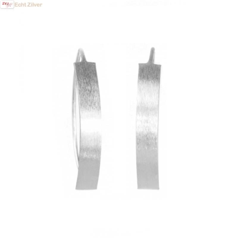 Mat zilveren strakke oorhangers-1