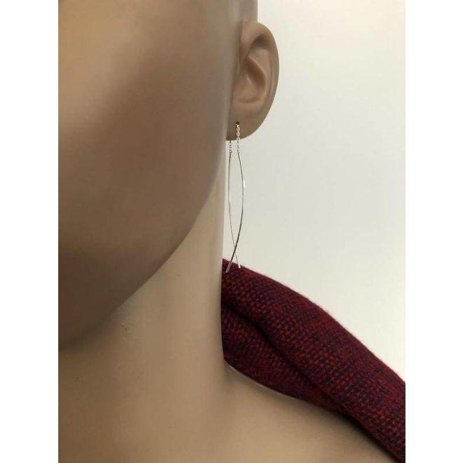 Zilveren twee stokjes aan een ketting doorhaaloorbellen of threaders