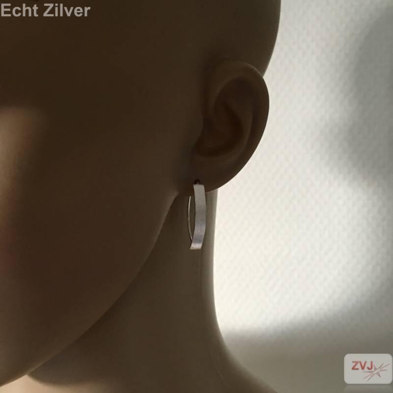 Mat zilveren strakke oorhangers-2