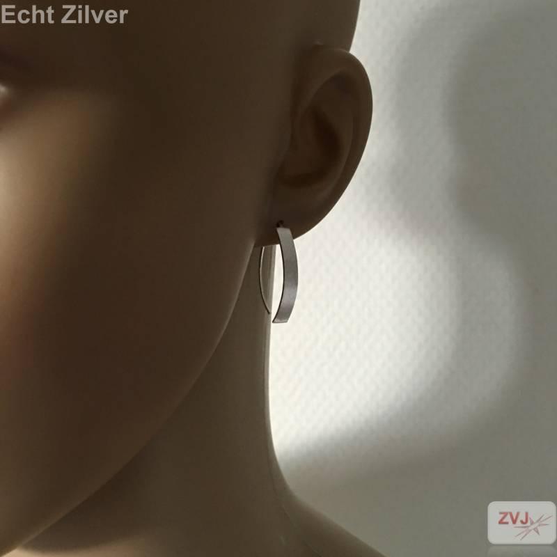 Mat zilveren strakke oorhangers-3