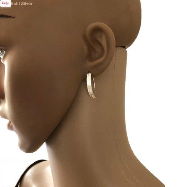 gehamerd zilveren strakke oorhangers