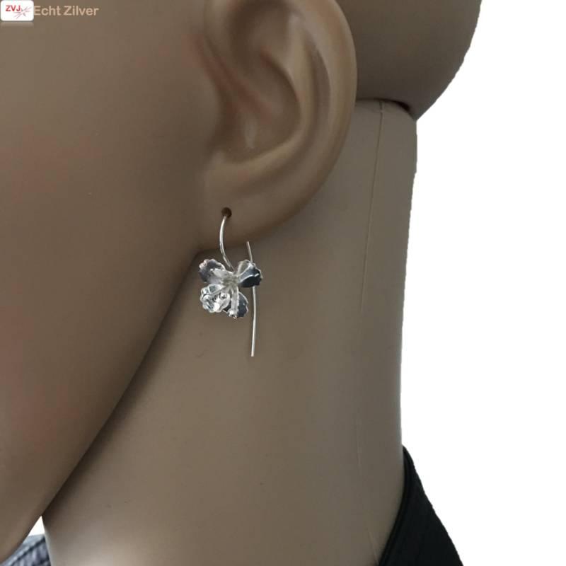 Zilveren haak oorbellen met bloem-2