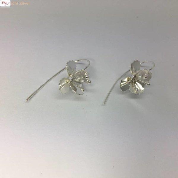 Zilveren haak oorbellen met bloem