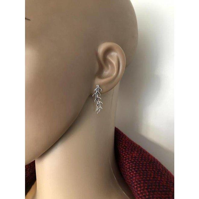 Zilveren takje met blaadjes oorklimmers