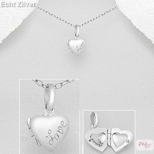 ZilverVoorJou zilveren klein hart medaillon met inscriptie love