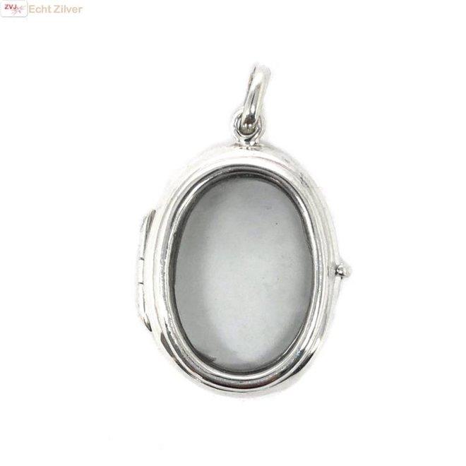 Zilveren ovale medaillon met glazen voor en achterkant