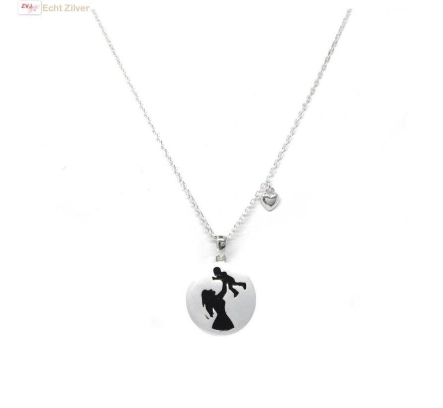 Zilveren collier met moeder kind hanger en hartje