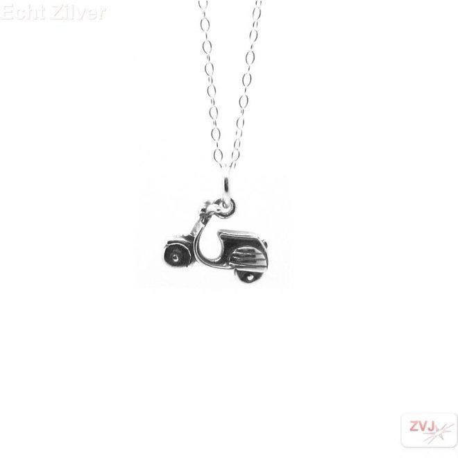 Zilveren collier met vespa scooter kettinghanger