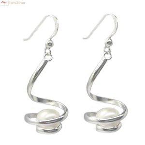 ZilverVoorJou Zilveren design oorhangers met witte zoetwaterparel