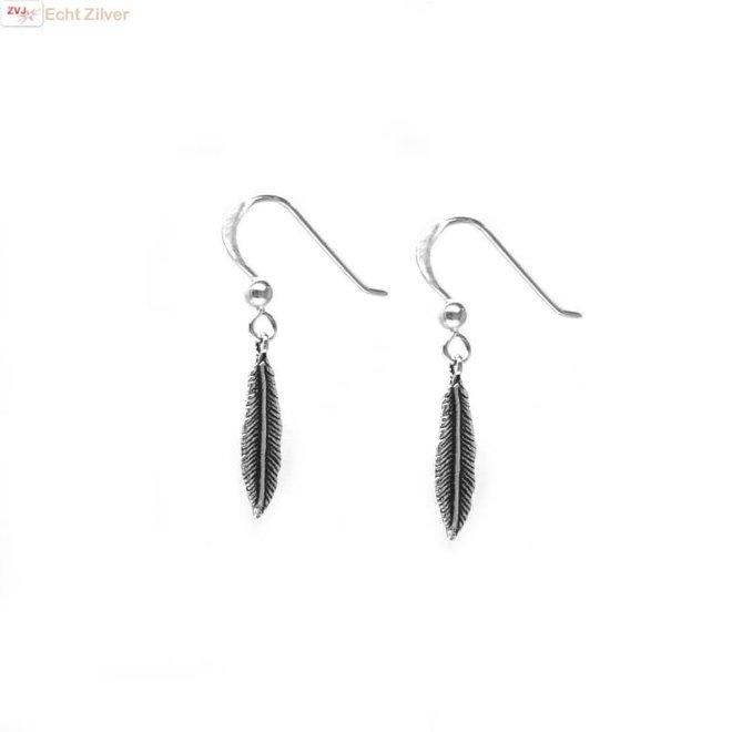 Zilveren oorbellen  met veer hangertjes