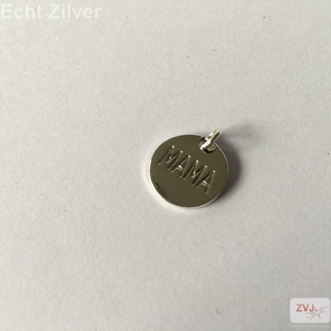 Zilveren rond hangertje met inscriptie MAMA