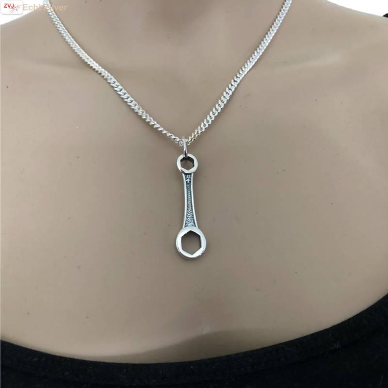 Zilveren moersleutel kettinghanger-2