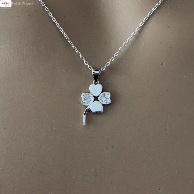 Zilveren klavertje 4 witte zirkoon collier
