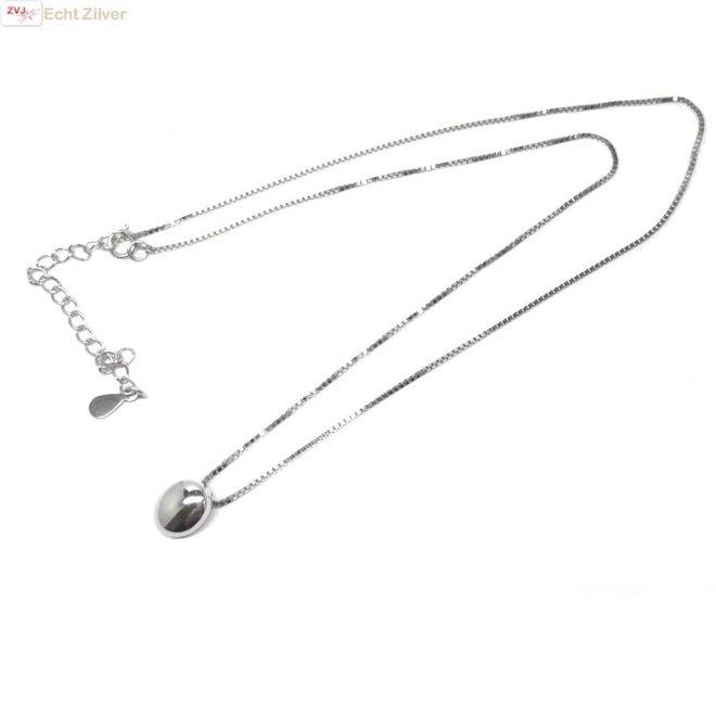 Zilveren collier met ovale zilveren hanger