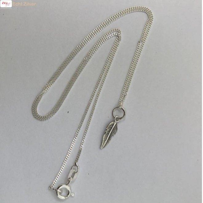 Zilveren collier mini veertje