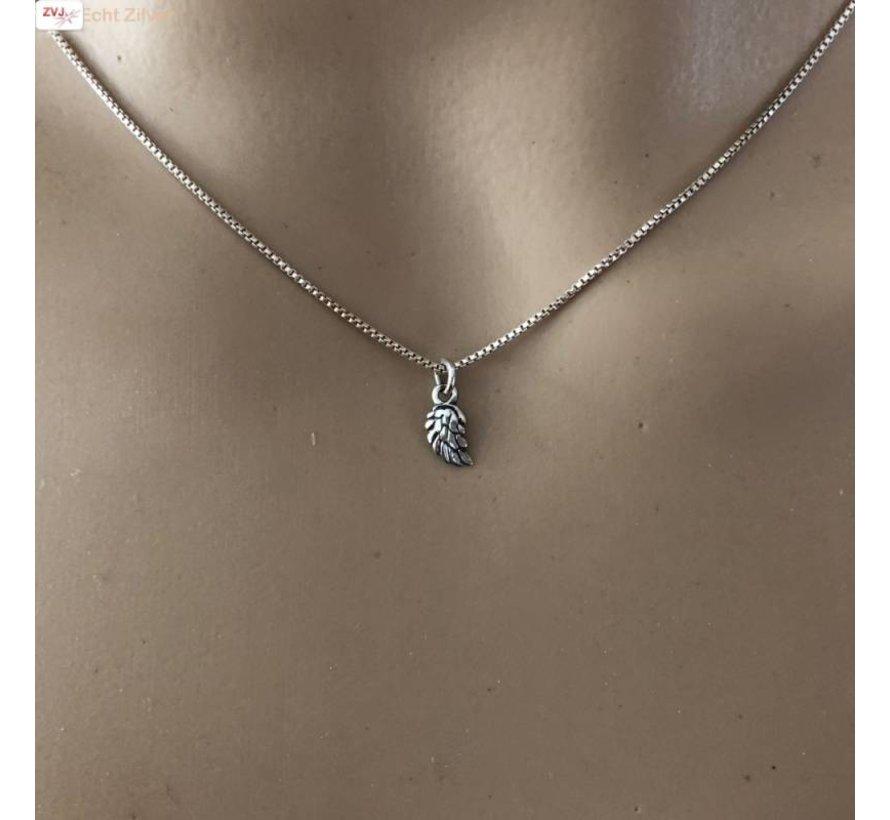 Zilveren mini vleugel collier