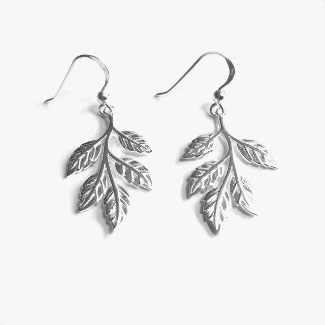 Zilveren moderne blad, leaf haak oorhangers