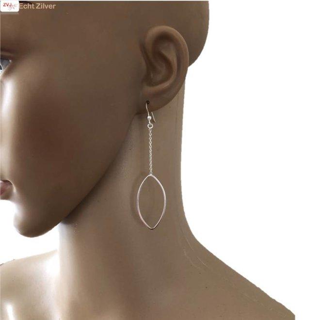 Zilveren lange ovaal sier oorbellen
