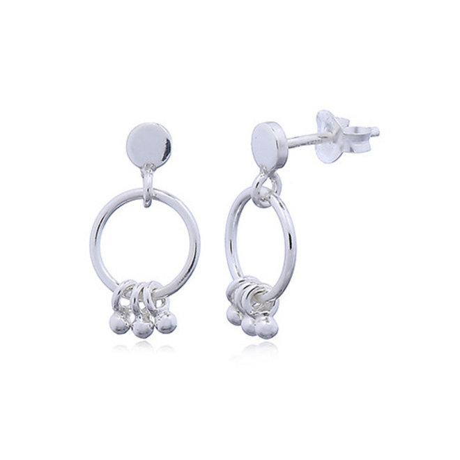 Zilveren oorstekers met ringetjes en kleine balletjes