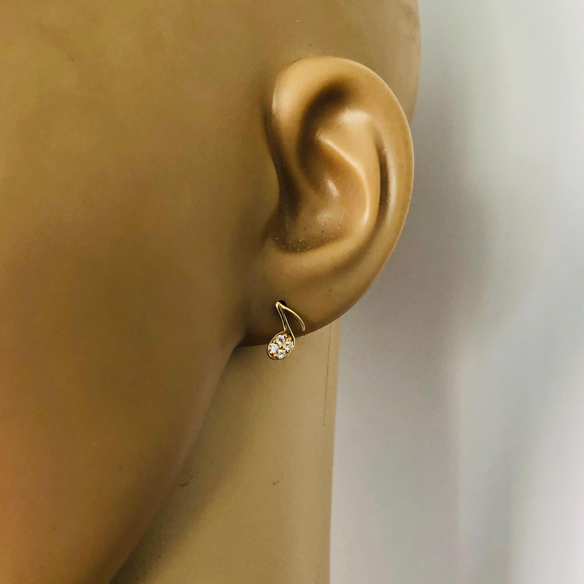Zilveren en verguld paar mini muzieknoot oorstekers met witte zirkoon-3