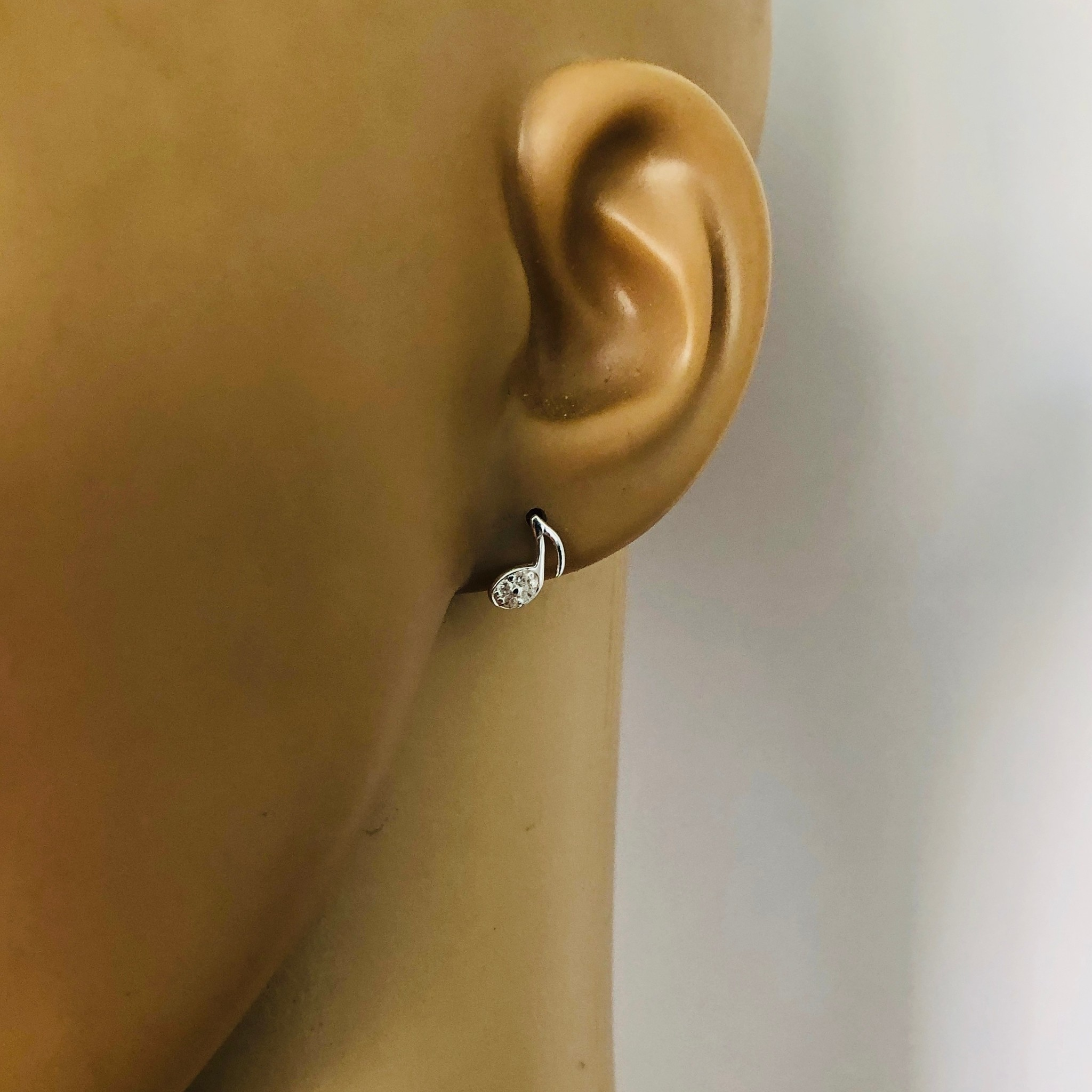 Zilveren en verguld paar mini muzieknoot oorstekers met witte zirkoon-2