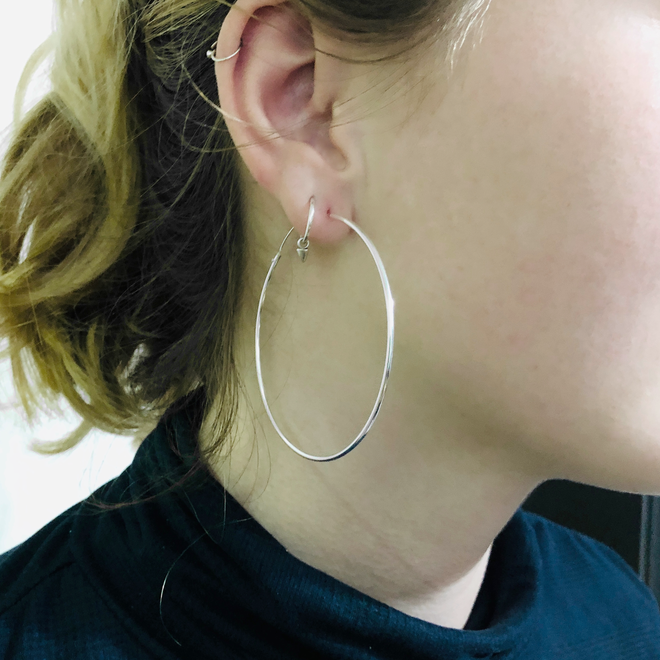 Zilveren creolen oorringen groot 60 mm 1.5 mm breed