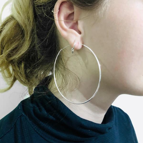 Zilveren creolen oorringen groot 70 mm 1.5 mm breed