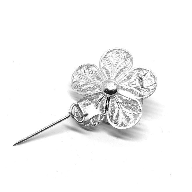 Zilveren bloemetje broche