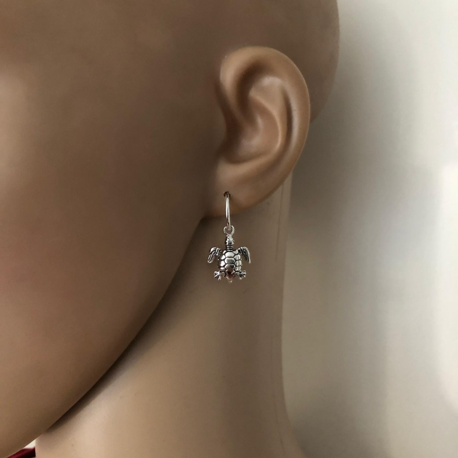925 zilveren kleine oorringen met schildpad hangertjes-2