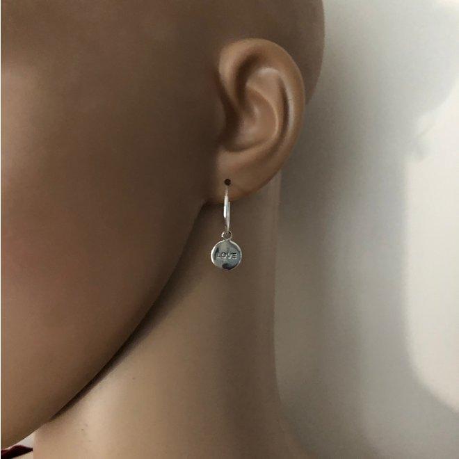 925 zilveren oorringen met ronde LOVE bedel