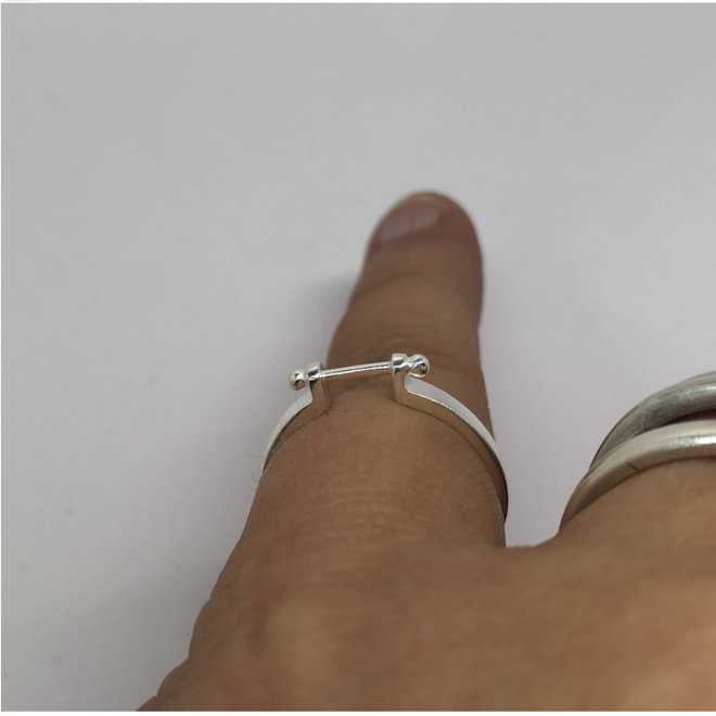 Zilveren ring met staafje