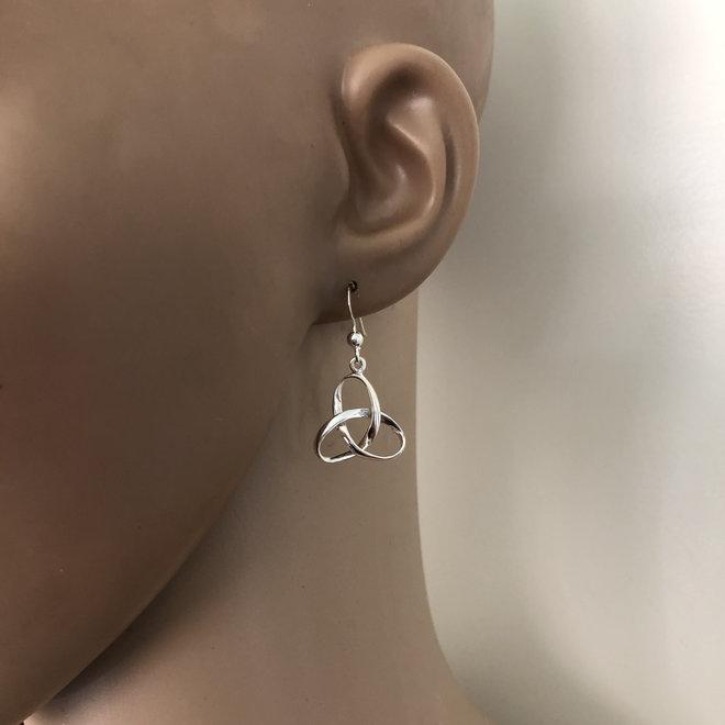 Zilveren Keltische trinity knoop oorhangers