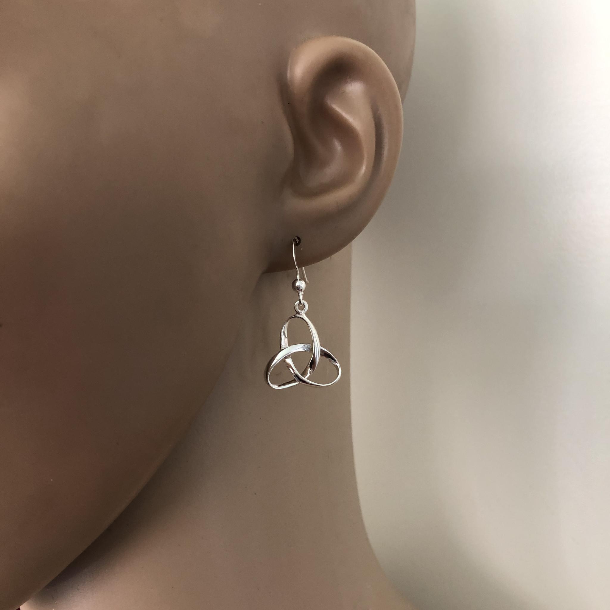 Zilveren Keltische trinity knoop oorhangers-2