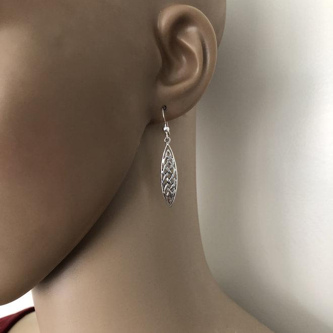 Zilveren Keltische ovale knoop oorhangers