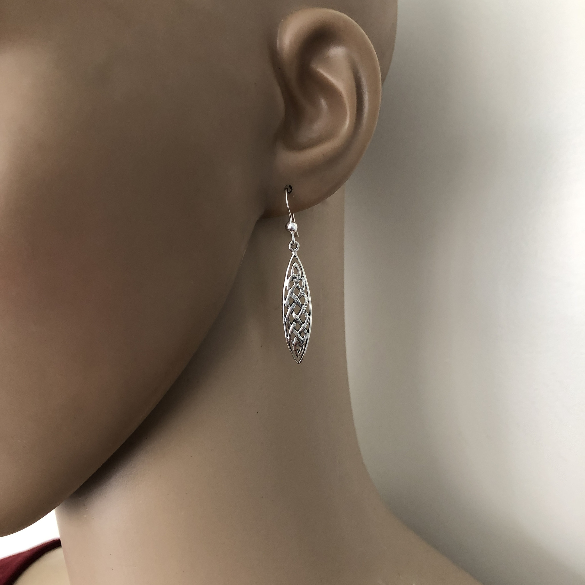 Zilveren Keltische ovale knoop oorhangers-2